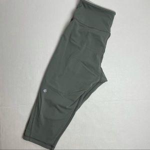 LULULEMON CROPS / CAPRI LEGGINGS Size 8